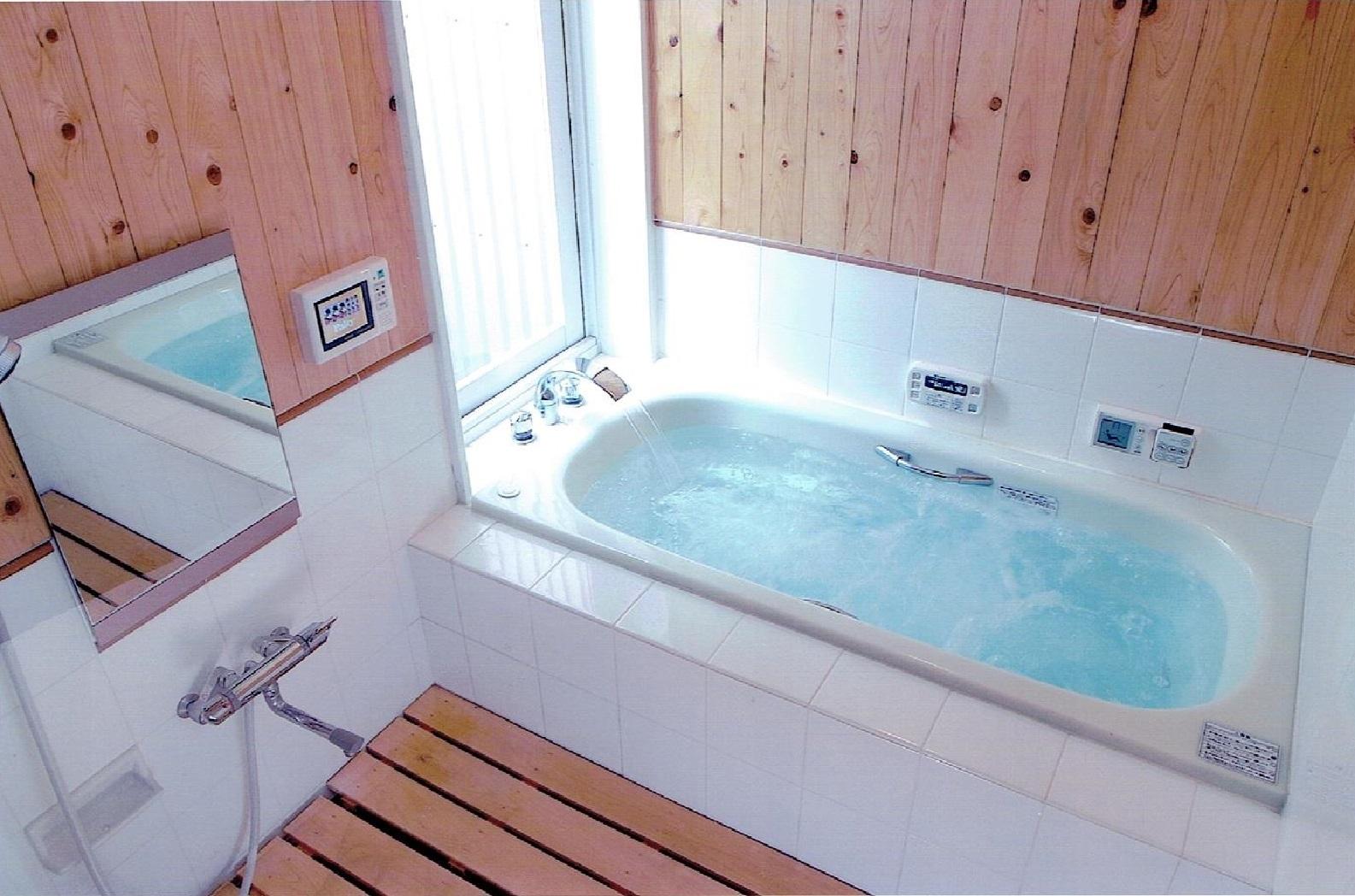 自然素材・天然木の香り漂う浴室