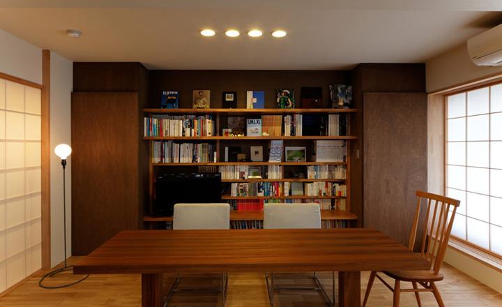書架を魅せる収納にすることでリビングが趣味室の要素にもなります